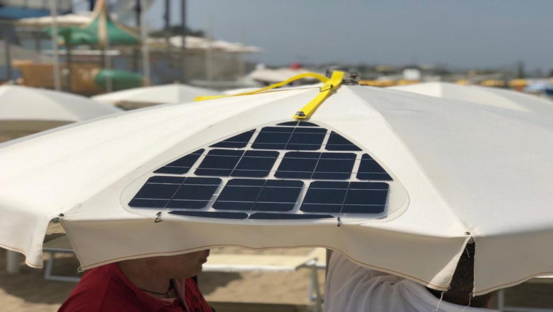 Ricaricare il cellulare in spiaggia: Spikkio, il pannello fotovoltaico ispirato alla natura