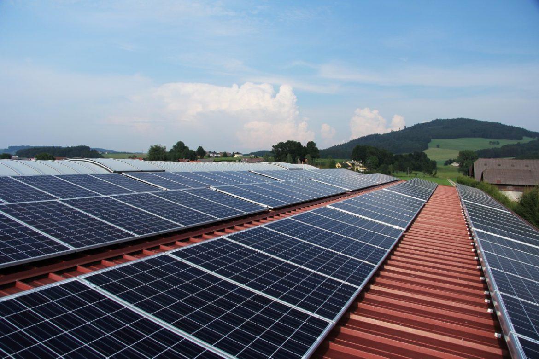 20190530_122544-solar_power_solar_panels_photovoltaics_panels_sun_sky-708107.jpg