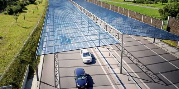 E se si installasse fotovoltaico a copertura delle strade?