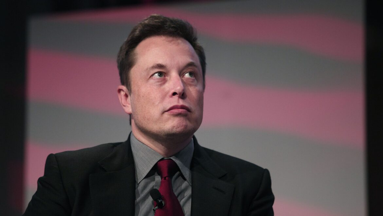 Elon Musk lancia l'inverter per impianti solari: arriverà in estate