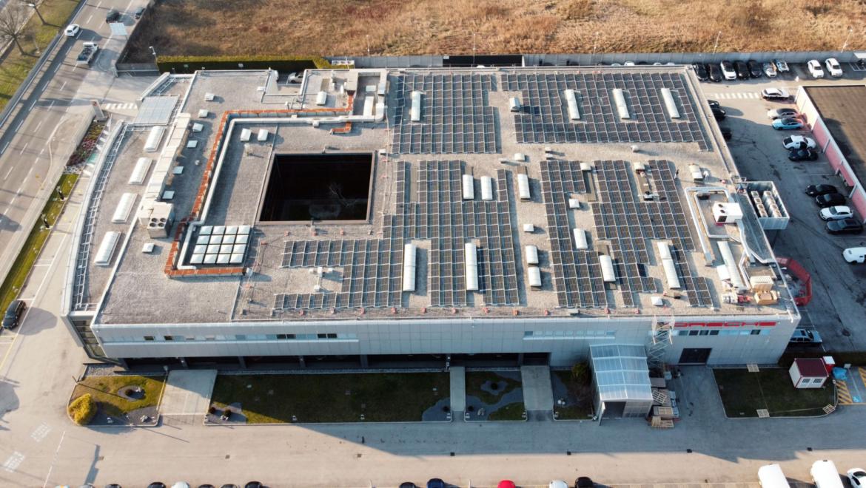 Porsche Italia, tetto fotovoltaico per la ricarica Ultra Fast