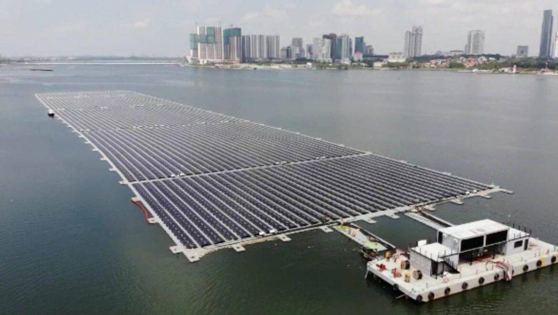 Impianto fotovoltaico sul mare, a Singapore il primo parco solare galleggiante