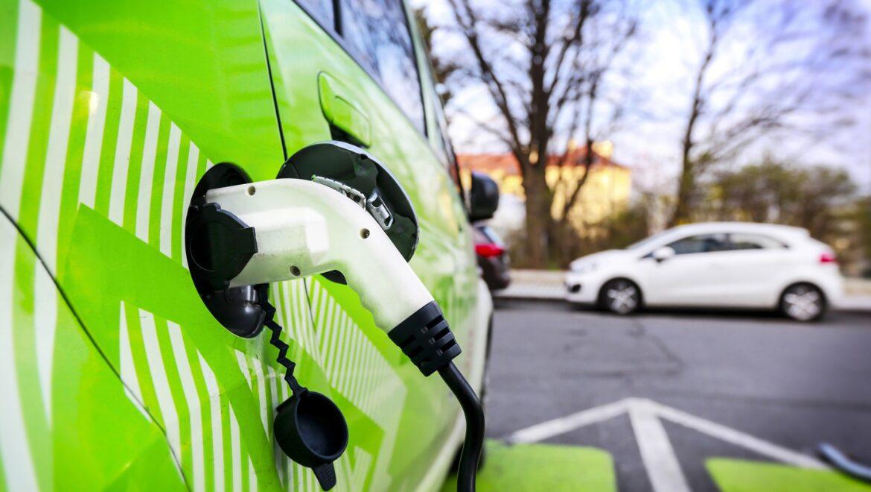 Il mercato globale delle auto elettriche è cresciuto del 40% nel 2020
